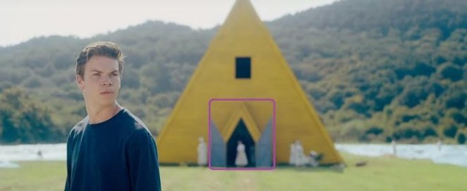 A shaped yellow tent in Midsommar
