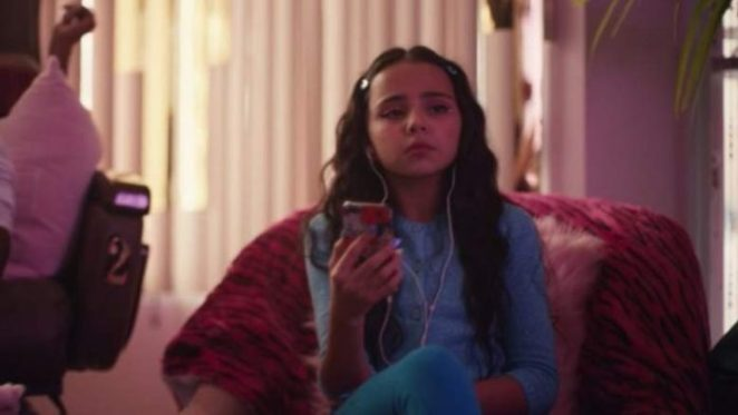 The young version of Maddy at her mother's workplace in a nail salon, Euphoria, Season 1, Episode 5