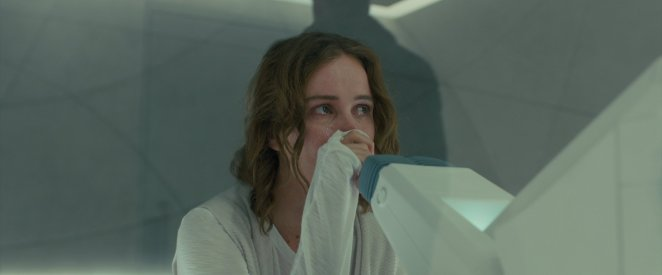 Dr. Ana Stelline crying in front of her memory machine