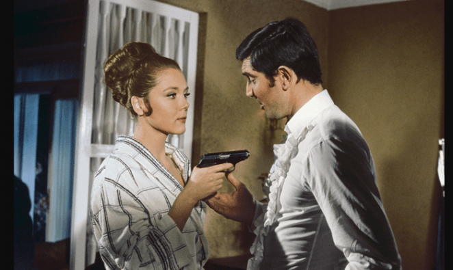 Tracy holding a gun on Bond