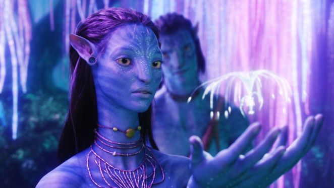 Neytiri looking at a glowing thing in her hands