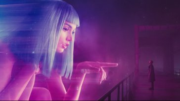 A version of Joi points at Officer K in Blade Runner: 2049