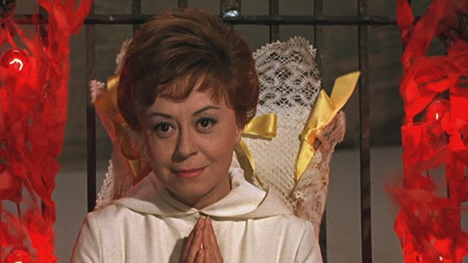 Giulietta (Giulietta Masina) sits and waits and watches with her hands clasped