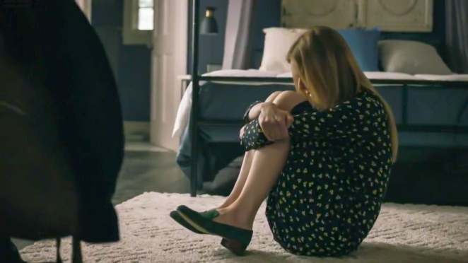 Holly sits on the floor in a bedroom, curled up and rocking. [Mr. Mercedes S03E06]