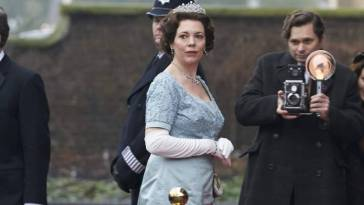 Queen Elizabeth arrives at Kensington Palace
