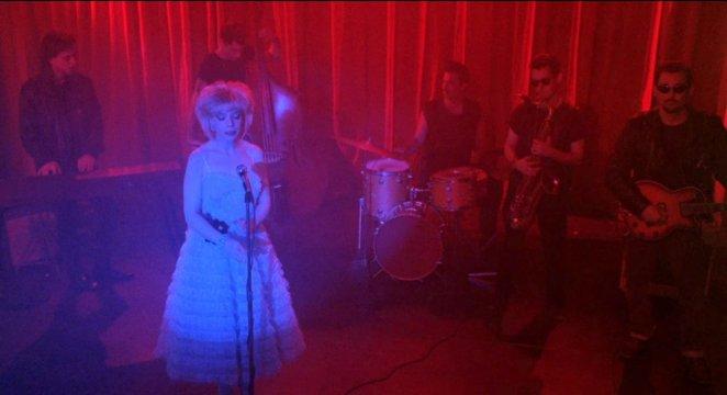 Julee Cruise singing at the Roadhouse in Twin Peaks