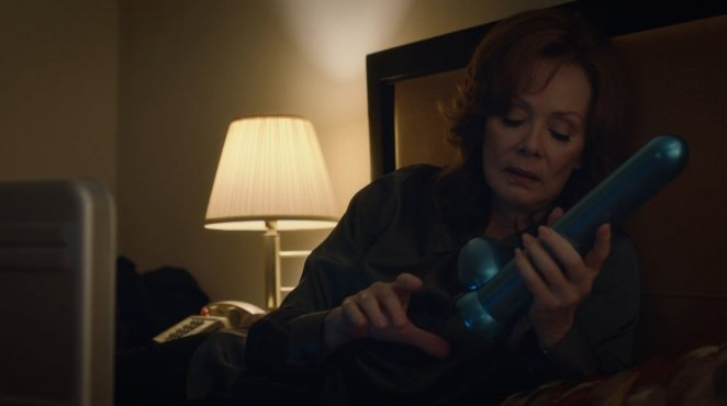 Laurie assembles her Dr Manhattan sex toy