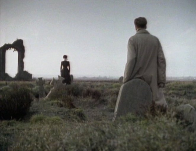 Mr Kidd sees the spectre of a woman in black standing and staring in the land outside Eel Marsh House