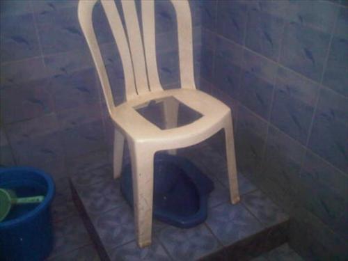 Toilet @ Cibubur. Kreatif, tapi tetap saja jijay #LOL via @susandevy