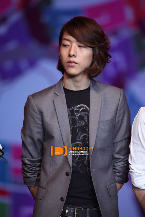 [051110] CN Blue - Jungshin @ PD Radio Concert (Thailand)  errrmmmm the *stare* lol…   (more…)