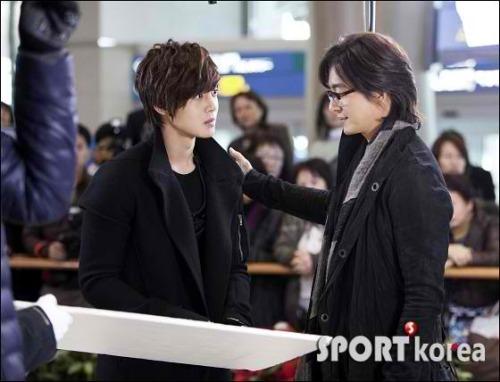 "SS501's Kim Hyun Joong & actor/producer Bae Yong Joon filming ""Dream High"""