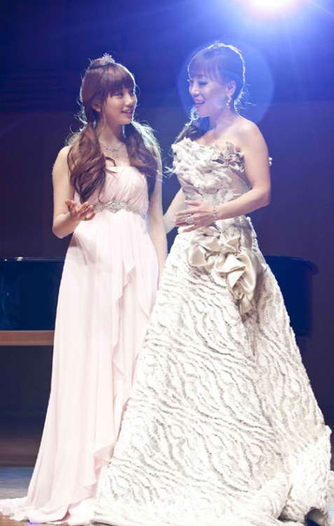 "miss A's Suzy & Soprano Jo Sumi filming ""Dream High"""