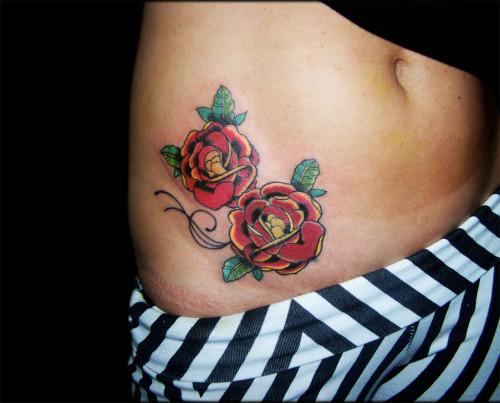 Tattoo rosas por CHRIS SANTOS ( @calavera_tattoo )