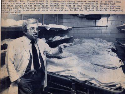 Os corpos das vítimas de Gacy, no necrotério