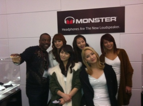 @levarburton With the #WonderGirls #CES