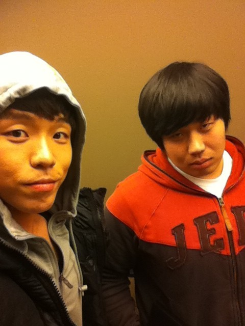 110209 Changmin's Twitter  친구 헌민 매니져와 숙소 장보기~ 몇일전 1년된 숙소의 설탕이 발견되어 급 조치 +_+ㅋ Grocery shopping for the dorm with my friend Hunmin manager~ A few days ago, sugar that is a year old was discovered in our dorm +_+ke