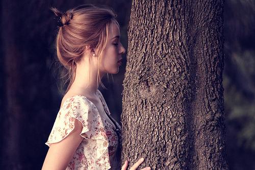 A vida de uma pessoa gira em torno de um sonho. Não interessa quantos sonhos você possua, sempre haverá um pelo qual você daria sua vida. Grande, pequeno, emocional, intelectual, impossível ou palpável. São eles que trilham nossa vida, são eles os chefes de nossos destinos e são eles que nos mudam. Não somos nós que mudamos nossos sonhos - nossos sonhos nos moldam para nos encaixarmos neles. E eles estão sujeitos a metamorfoses também, como se fossem um ser vivo. No fim, são, não são? Cada um tem vontade própria e cicatrizes intensas, assim como esperanças ou obstáculos. Nós somos o reflexo de que sonhamos, nós somos o reflexo do que construímos - o reflexo de quem queremos ser.