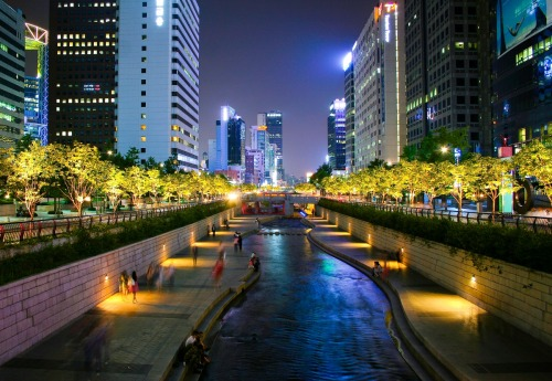 this reminds me of this place in berlin (minus the creek). i imagine sitting by the water in the summer should be awfully nice!fuckyeahstreetlights:Seoul Creek, Seoul, South KoreaSubmitted by: http://doodzz.tumblr.com
