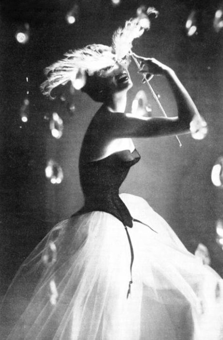 Model dancing in bubbles