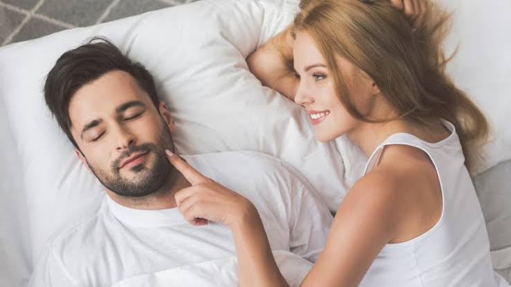 10 Things Men Do, Women Find Attractive