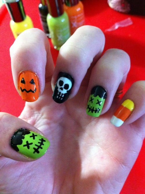 post-it-smiles:  Trick or Treat?! Combination of all the Halloween nails I saw on tumblr this week. Happy Halloween!!!!