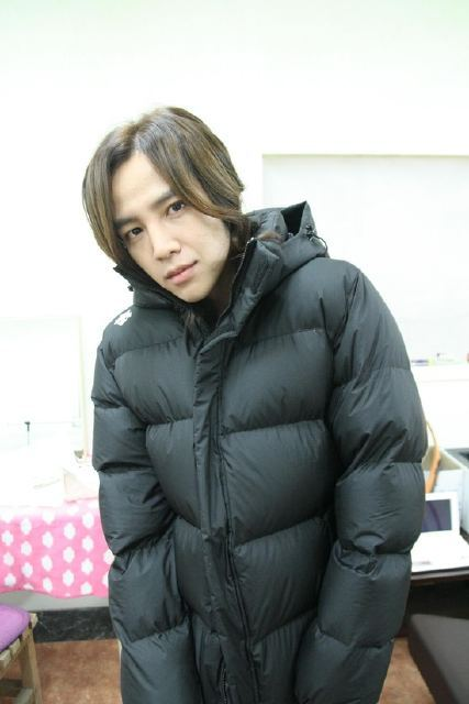 Jang Geun Suk's promotional picture for DESCENTE goose down jacket Credit: ediepigShared by: lovesears@blogspot