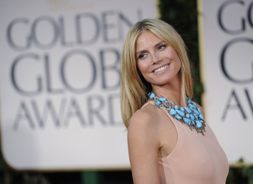 Heidi Klum Calvin Klein gown w/vibrant turquoise jewelry #GoldenGlobes 2012<br /><br /><br /><br /><br /><br />