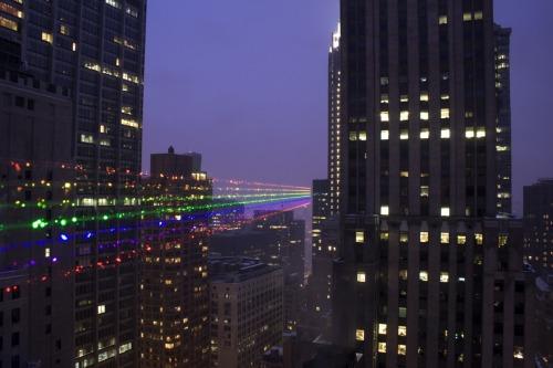Instalación urbana: Global Rainbow / Yvette Mattern | Plataforma Arquitectura