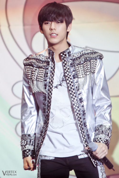 [FANTAKEN] 120428 HQ Photo of Minhyuk @ Lotte World Concert  CREDIT: Vertex PLEASE DO NOT CROP, EDIT, RESIZE. TAKE OUT WITH FULL CREDITS