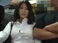 バスで横に巨乳が立ってたら痴漢しないと失礼にあたる