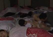 修学旅行の女子部屋で周りが寝ている隙に一人の生徒を犯す教師