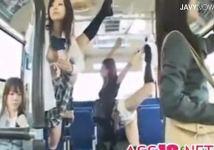 時間を止めてレイプ!バスの中で女子校生やOLにイタズラしまくる男