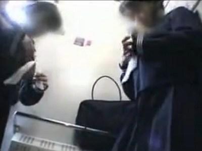 ガチヤバ動画!電車の中で三つ編み中●生二人組の処女を中出しレイプwwww
