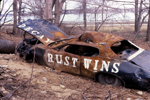 decay; a rusty car