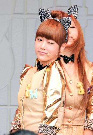 bluebearwei:  aigoo.. like that also can wink =.=~