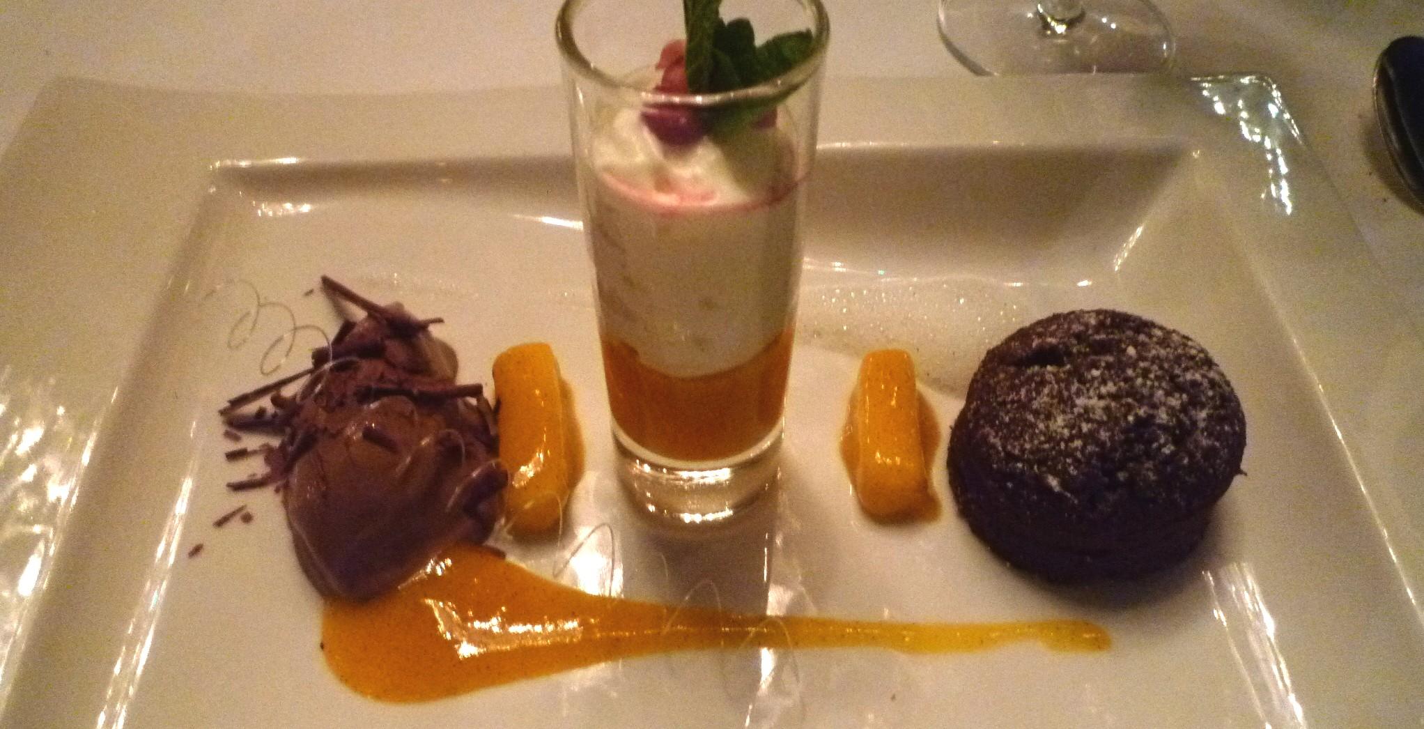 Variation von der Thai-Mango mit Guanaja -Schokolade, Sauerrahm und Tahiti-Vanille