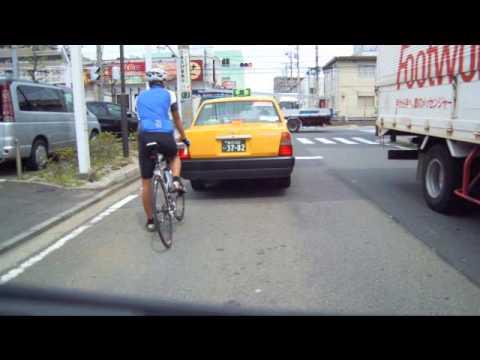 マナーの悪い暴走自転車、最後に死にかける !?
