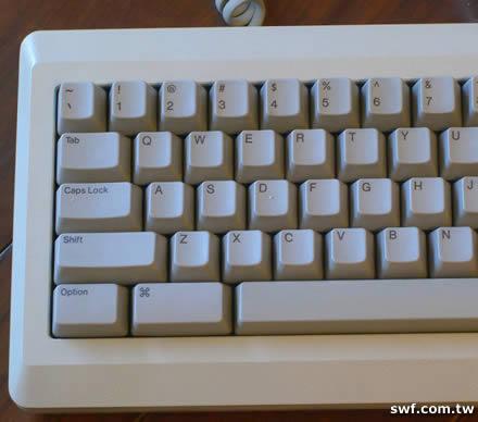 macplus_keyboard.jpg