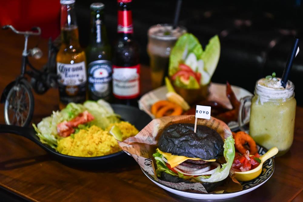 Brovo Cafe綠園道單車館:台中西屯區美食-結合自行車與飛鏢的複合式餐酒館,營業到宵夜時段,適合團體聚餐!