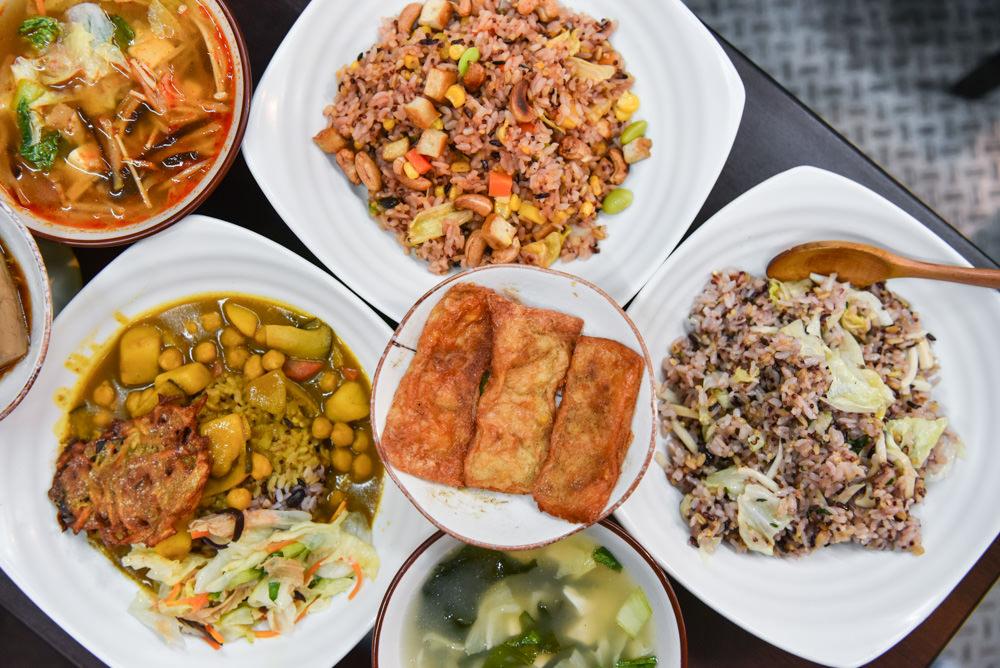 吉福Gift健康蔬食:台中北區美食-一中商圈裡百元有找的手作素食料理,蔬菜皆是自給自足。