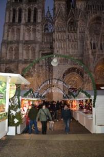 La nuit tombe sur le marché de noël de Rouen