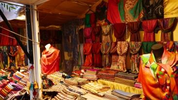 Etoles et foulards au Marché de Noël du Mans