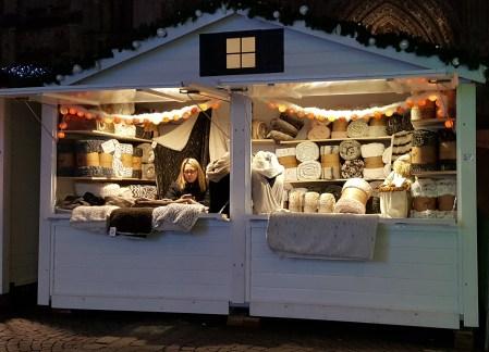Chalet de plaids sur le marché de Noël de Rouen