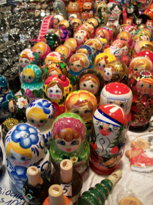 Poupées russes dans les chalets du marché de Noël de Rouen