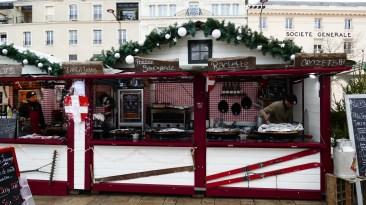 Chalet de restauration savoyarde sur le marché de Noël du Mans
