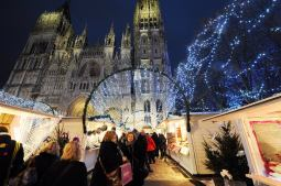 Balade sous les rideaux de lumières au Marché de Noël de Rouen