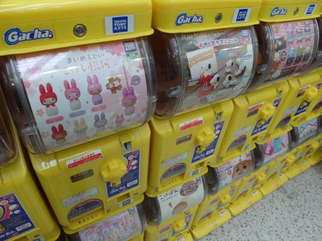 Gachapon Capsule Toy Machine aka Turn Turn 转转 Toy Dispensing Machines