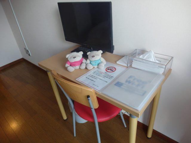 TV and desk in Fujizakura Inn