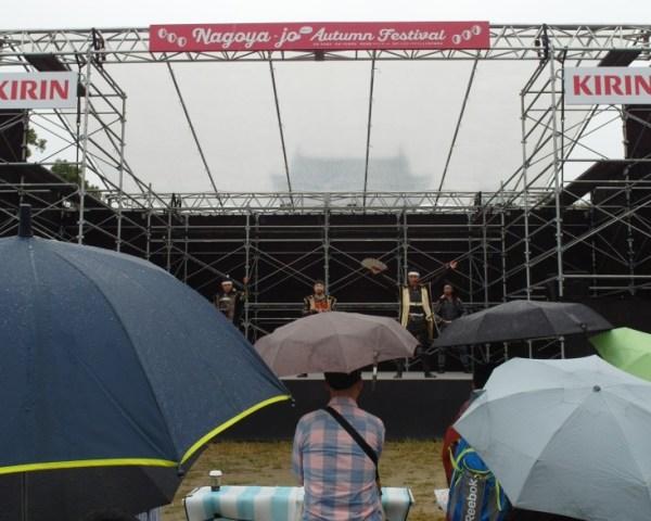 Rainy day performance at Nagoya Castle