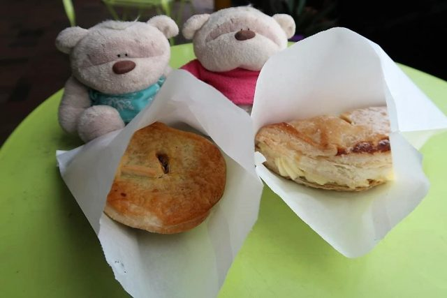 Baked to Perfection next to Eagle Junction Station Brisbane - Beef Steak Pie ($7) and Apple Turnover ($4.5)